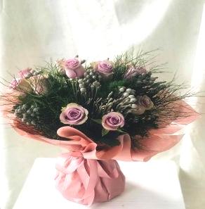 Salon Des Fleurs-Roses & Brunia
