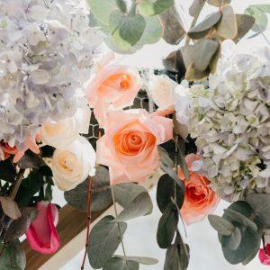Salon Des Fleurs Floral Embrace