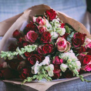 Salon Des Fleurs One Dozen Red Roses