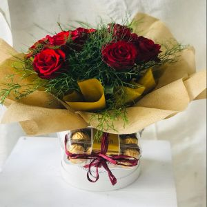 Salon Des Fleurs-Box of Roses & Chocolates