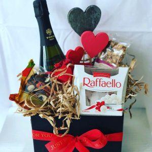 Wine-Sweets-Basket-Salon Des Fleurs